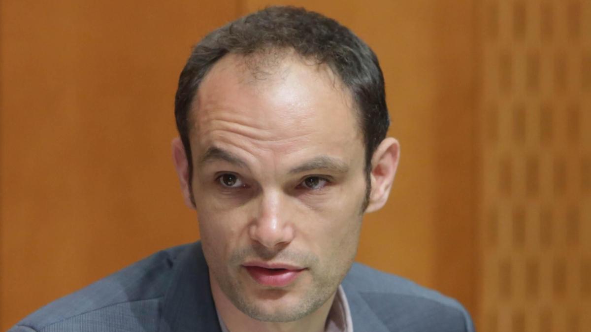 Sodišče: Logar ne sme vedeti za obiske politikov na vrhu NLB
